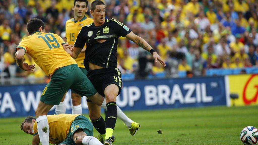 Torres se peleó con todos y acabó con la camiseta rota