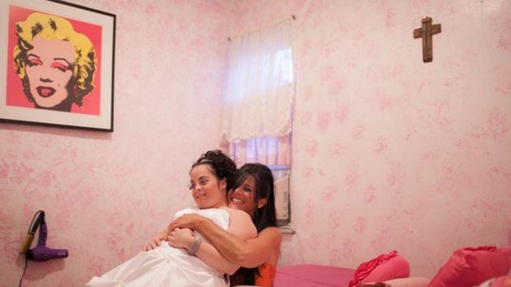 Una joven con Sindrome de Down celebra su cumpleaños en forma de boda
