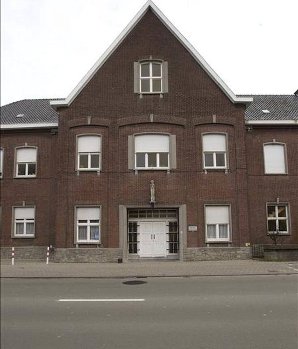 Vista de la fachada del orfanato Stella Maris de Courtrai (Bélgica), es objeto de investigaciones por supuestos casos de abuso infantil cometido por algunas monjas hace 40 años, según han informado medios belgas. EFE