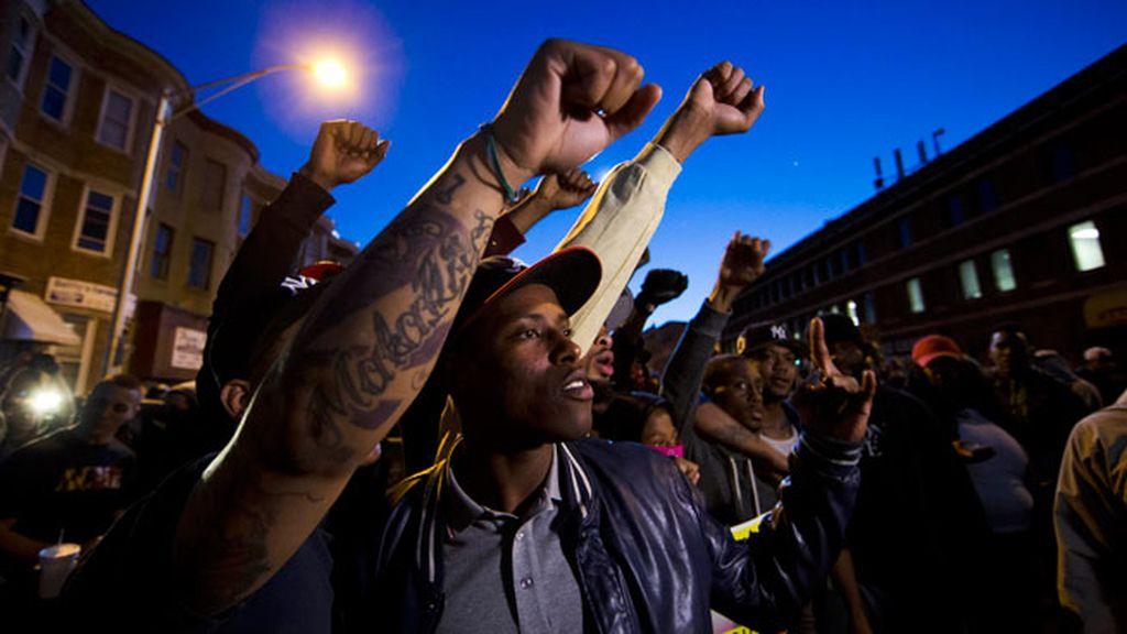 Tensa calma en Baltimore con alguna protesta