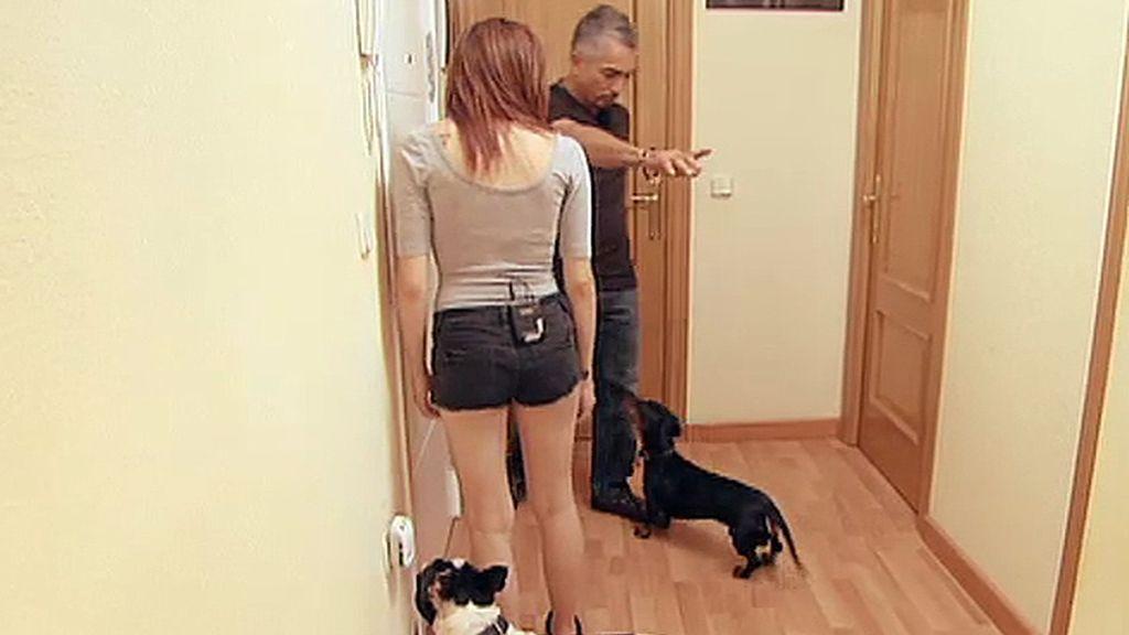 Angie ha colaborado en la lucha contra el abandono adoptando a una perrita