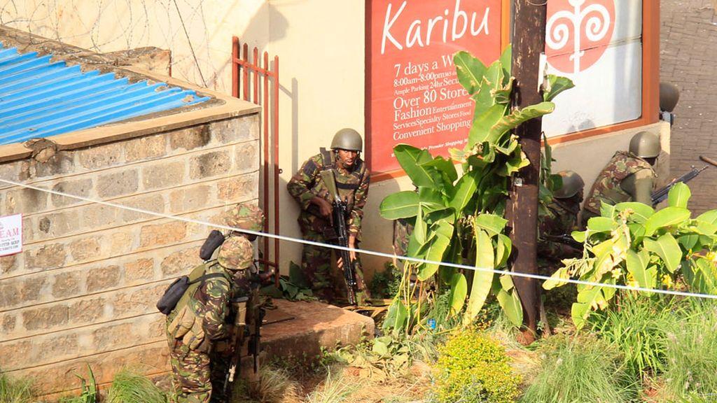 Los militares cercan el centro comercial en Nairobi