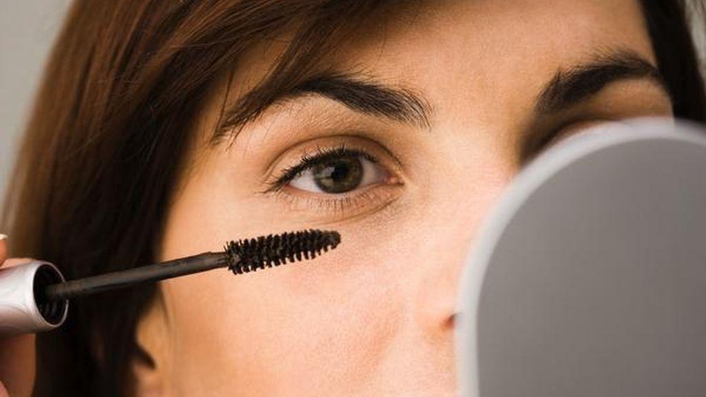 La utilización de cosméticos inadecuados o agresivos puede provocar la aparición de orzuelos, enrojecimiento ocular o lagrimeo