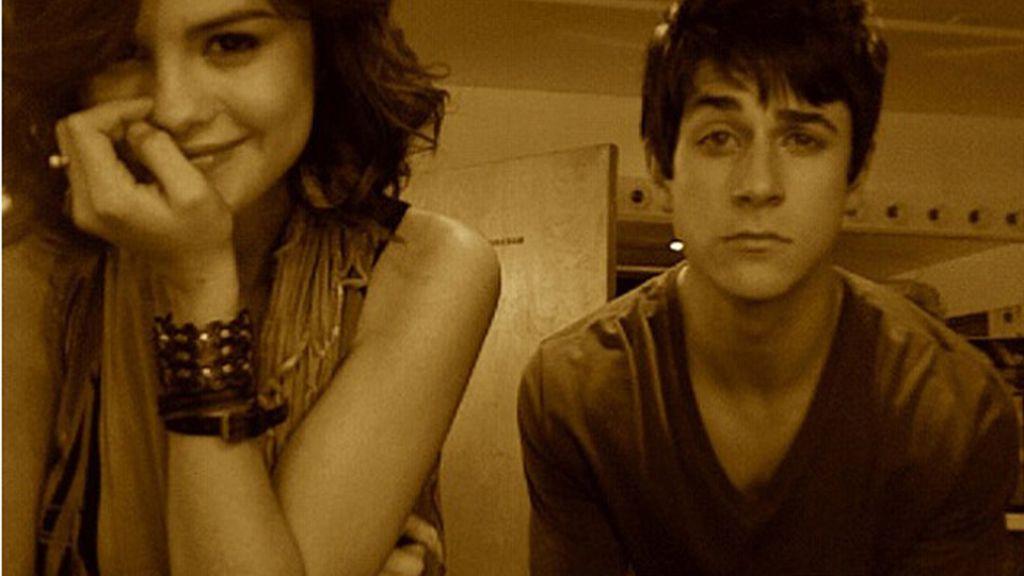 David Henrie en el Twitter de Selena Gomez