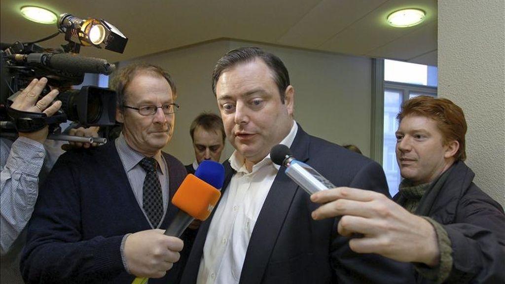 El líder de la N-VA, Bart De Wever, llega a una reunión de los soberanistas flamencos en Bruselas, Bélgica. EFE