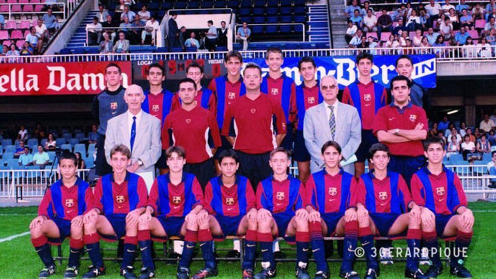 Foto de equipo junto a Cesc Fàbregas