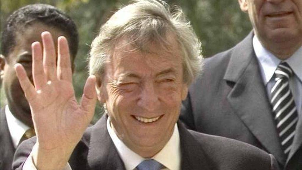 El ex mandatario y líder del PJ, Néstor Kirchner, fijó su domicilio en la residencia presidencial de Olivos, situada en territorio bonaerense, por lo que este jueves quedó inscrito en los padrones electorales de la provincia, lo que lo habilita para votar y ser postulante. EFE/Archivo