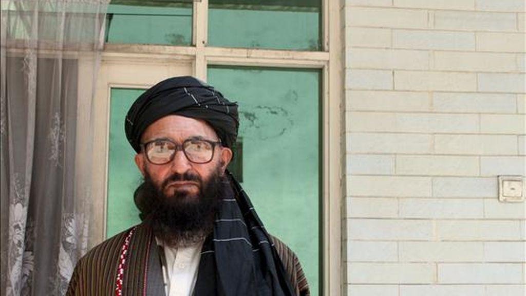 """El clérigo, Arsalan Rahmani, antiguo viceministro de Educación (o Asuntos Islámicos) durante el régimen talibán (1996-2001), posa durante la entrevista concedida a la Agencia EFE. """"Los talibanes han insistido más (que el Gobierno) en participar en un proceso de paz y diálogo El único camino hacia la rehabilitación es la paz"""", dijo Rahmani en entrevista con Efe. EFE"""