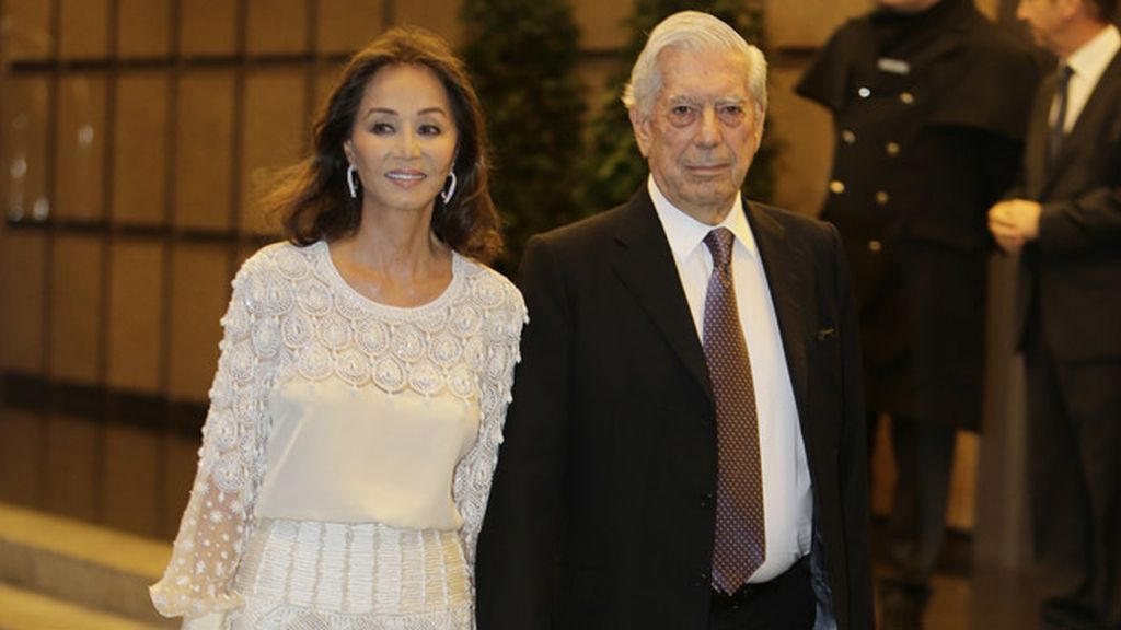 Mario Vargas Llosa e Isabel Preysler en la celebración del cumpleaños del escritor
