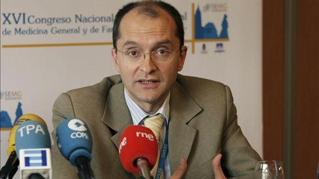 El epidemiólogo Juan Martínez Hernández, durante la clausura del XVI Congreso Nacional y X Internacional de Medicina General y de Familia, que aborda hoy en Oviedo la gripe AH1N1. EFE