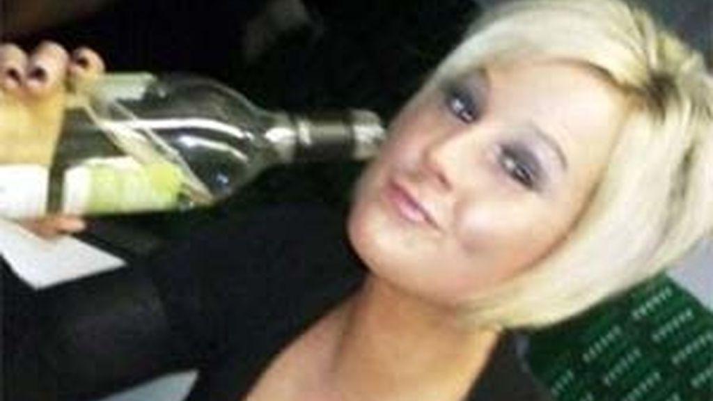 Laura Hall no podrá entrar en un bar durante dos años. Foto Dailymail.com