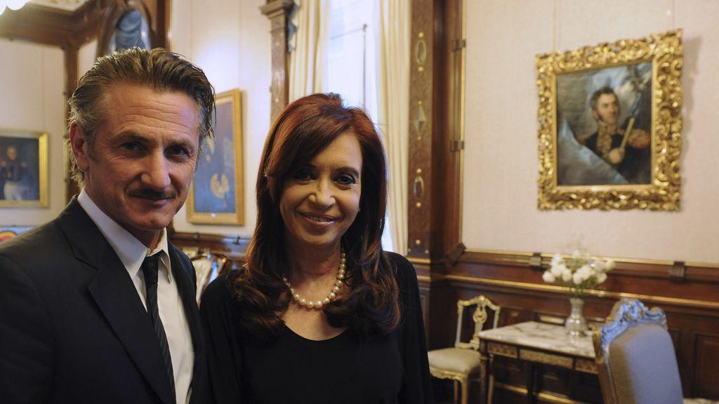 La presidenta de Argentina, Cristina Fernández de Kirchner, junto al actor Sean Penn
