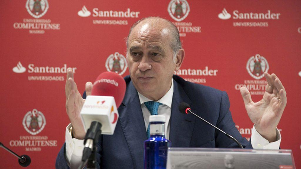 Jorge Fernández Díaz,  ministro del Interior,  en los cursos de verano de la Complutense