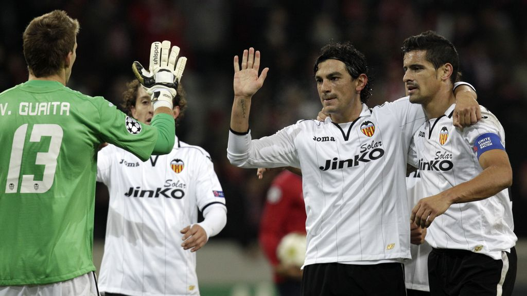 Guaita, Guardado, Tino Costa y Ricardo Costa celebranla victoria al Lille en la Liga de Campeones