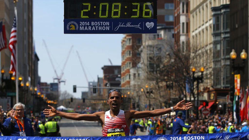 Un estadounidense gana el maratón de Boston 2014