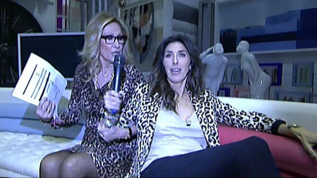 La presentadora y la colaboradora hacen una vista al plató de Ana Rosa
