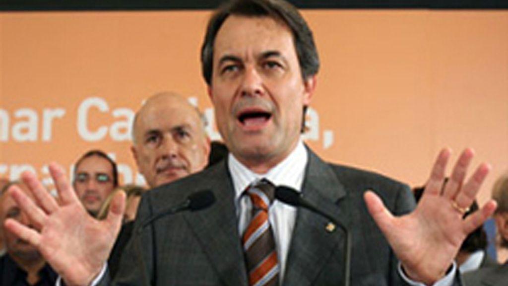 CiU se queda a nueve escaños de la mayoría absoluta y el PSC pierde cuatro