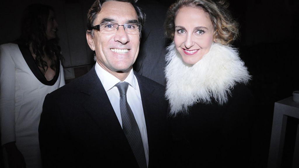Juan Pedro Abeniacar, presidente de la Academia del Perfume, junto a Carla Royo-Villanova