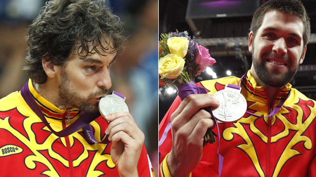 Pau Gasol y Felipe Reyes, con sus medallas de plata
