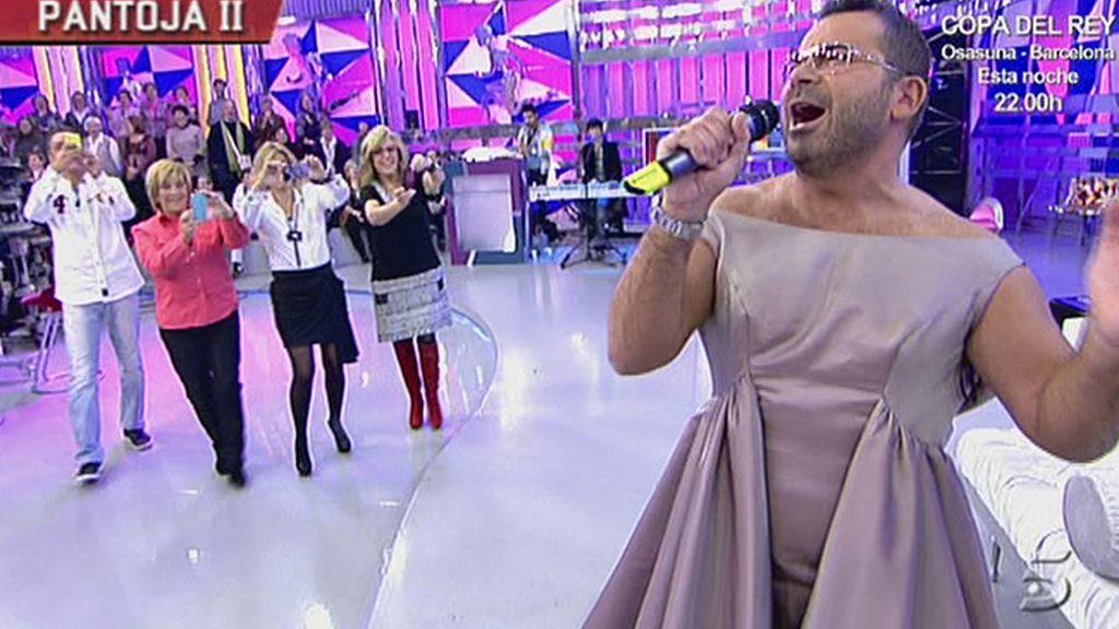 El presentador se enfunda el vestido de la tonadillera