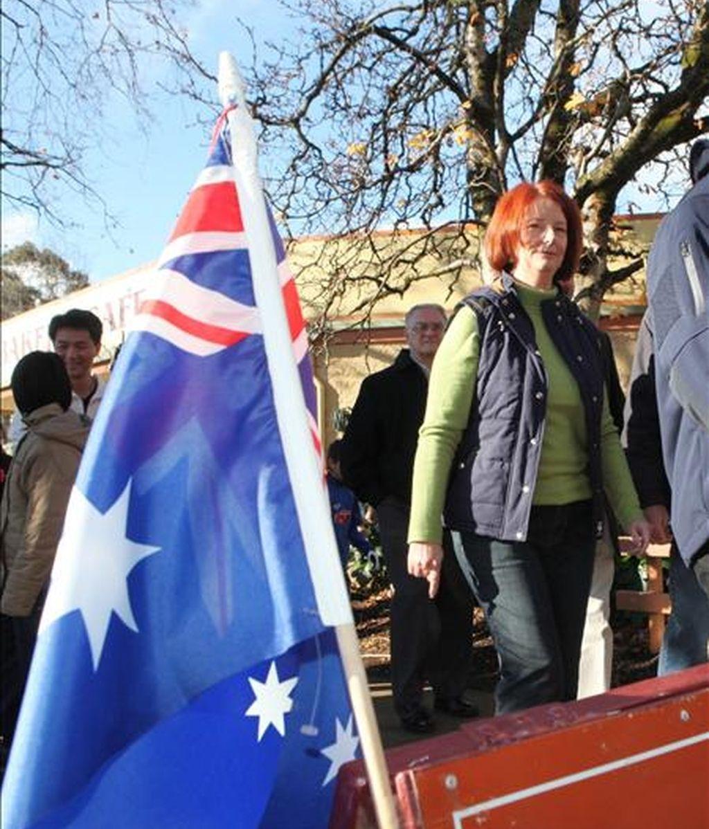 La primera ministra Julie Gillard (d). EFE/Archivo