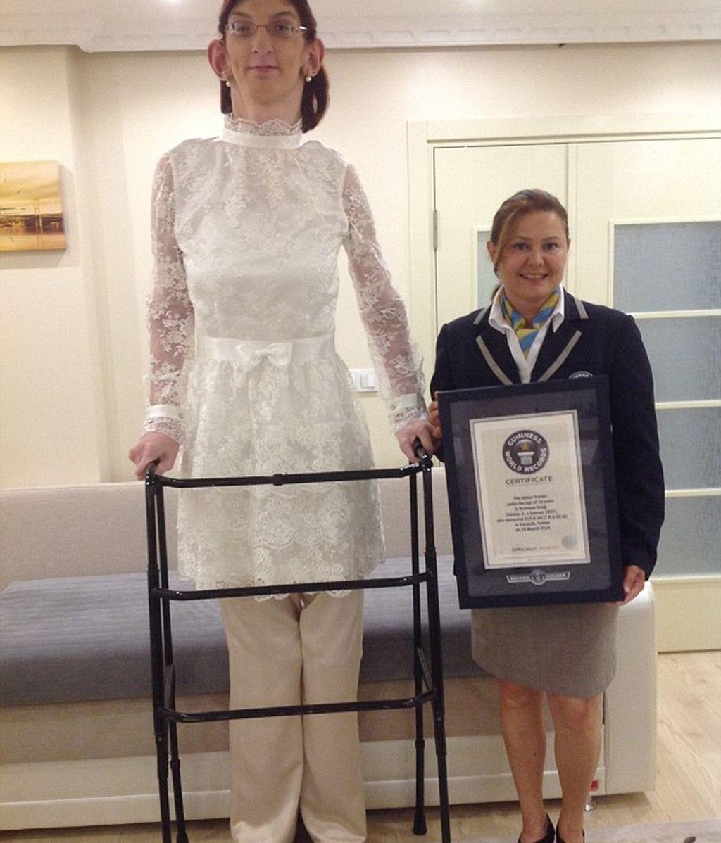 Rumeysa Gelgi, entra a formar parte del Récord Guiness como la adolescente más alta del mundo