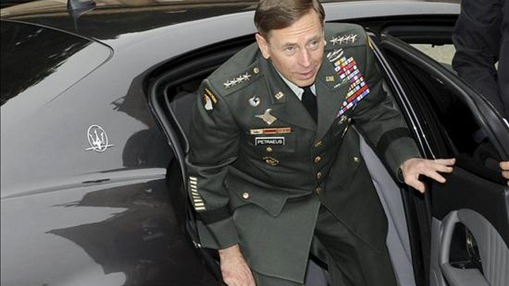 El comandante en jefe de la fuerza internacional que opera en Afganistán ISAF, el general estadounidense David Petraeus. EFE/Archivo