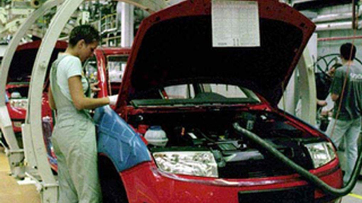 La venta de coches sube un 37,3% en noviembre. FOTO: EFE