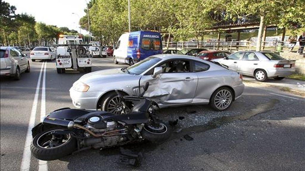 Doce personas han muerto en los once accidentes de tráfico ocurridos en las carreteras durante este fin de semana, según ha informado a EFE la Dirección General de Tráfico. EFE/Archivo