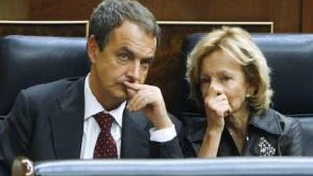 Salgado, junto a Zapatero. Foto: EFE.