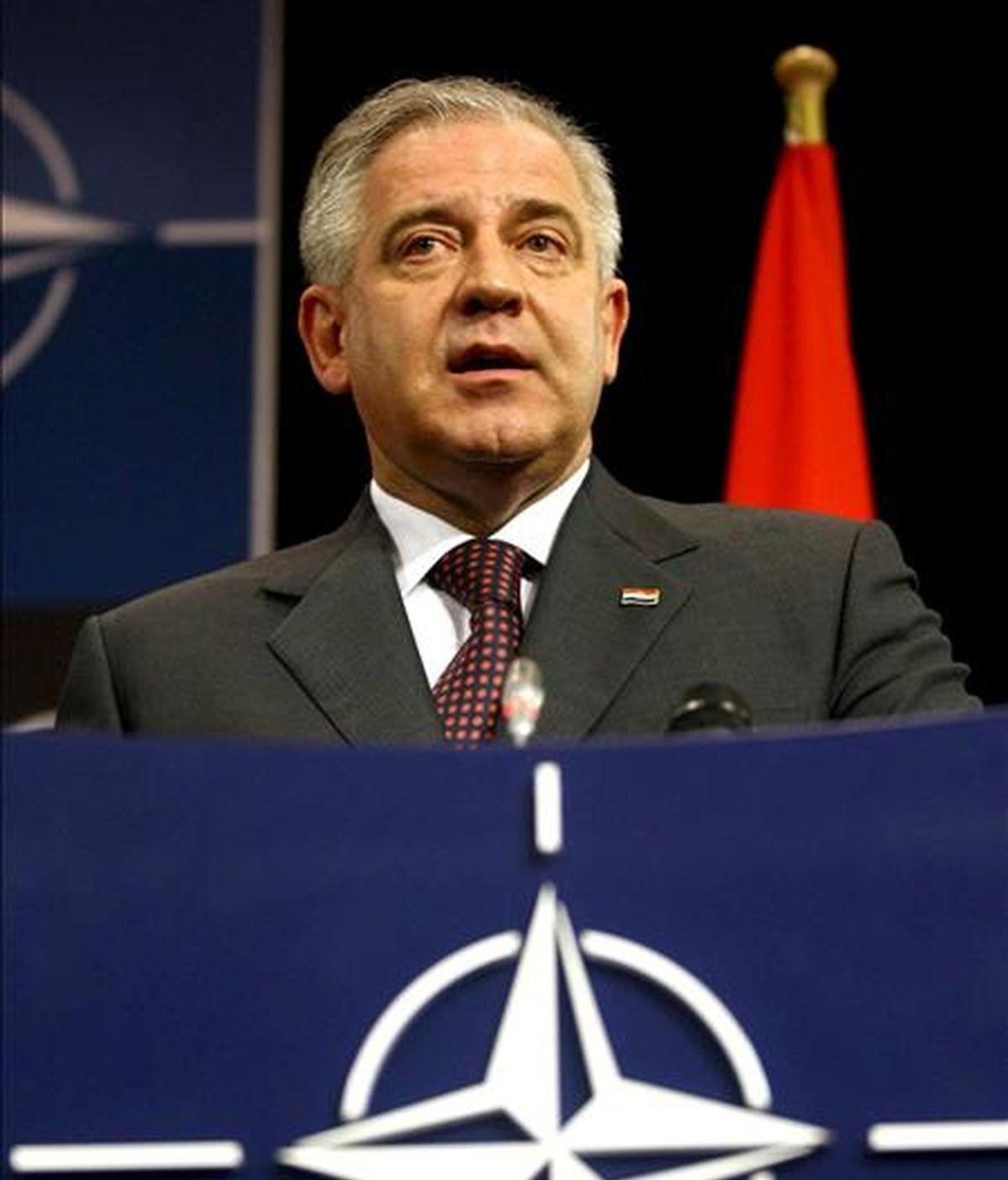 Fotografía de archivo realizada el 7 de abril de 2009 que muestra al primer ministro croata, Ivo Sanader, durante una rueda de prensa en la sede de la OTAN en Bruselas, Bélgica. EFE/Archivo