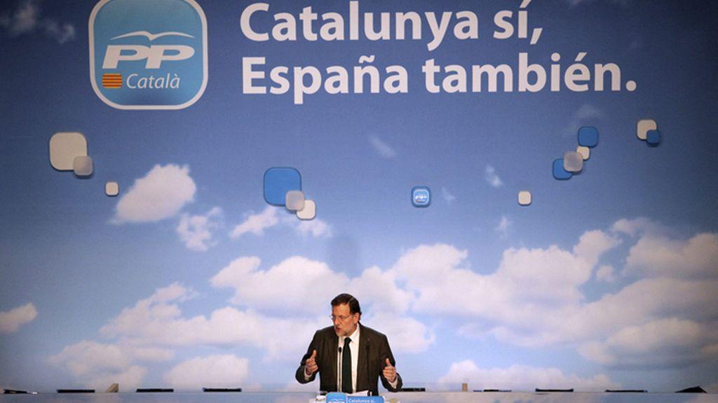 Rajoy llama a la serenidad y al diálogo y lamenta que Mas dañe la imagen de España