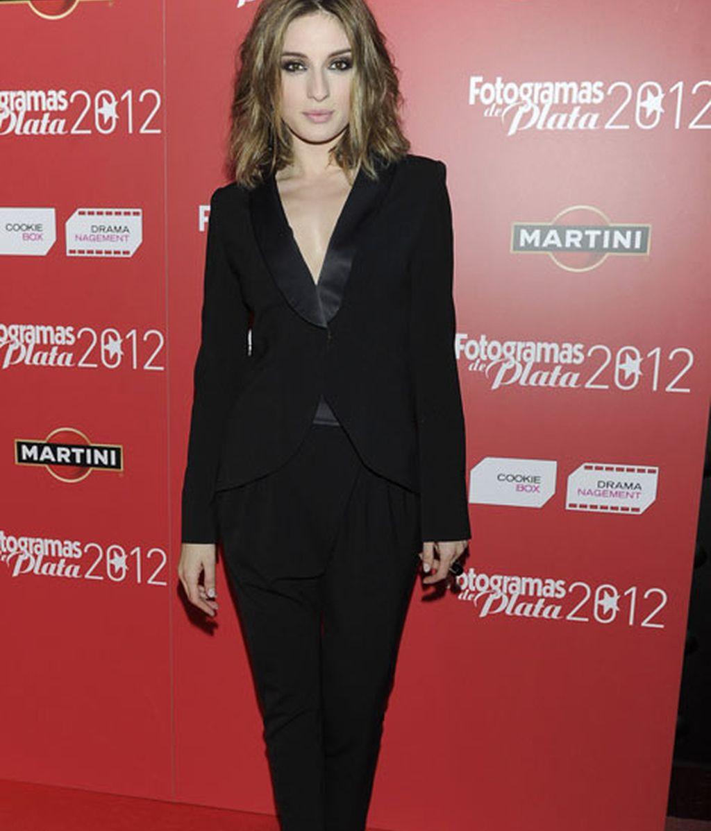 María Valverde, con pantalón masculino y blazer negra