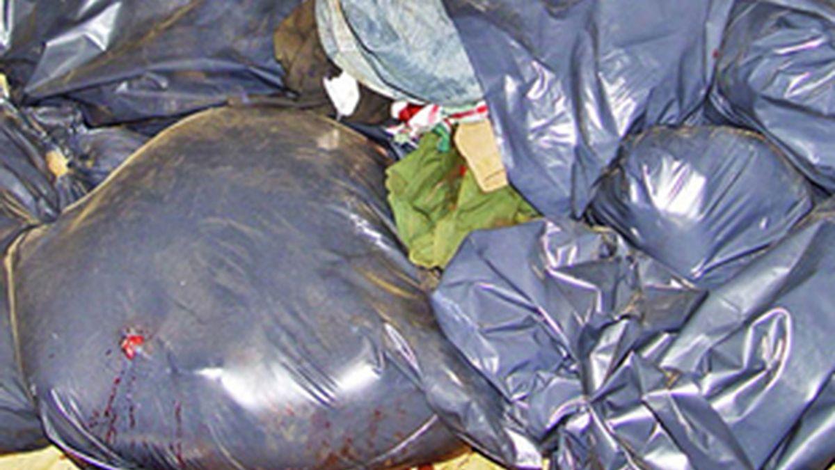 La basura no se encontraba ni siquiera en bolsas como estas. Foto: EFE