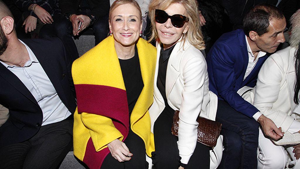 Cristina Cifuentes y Bibiana Fernández en el front row de Juanjo Oliva