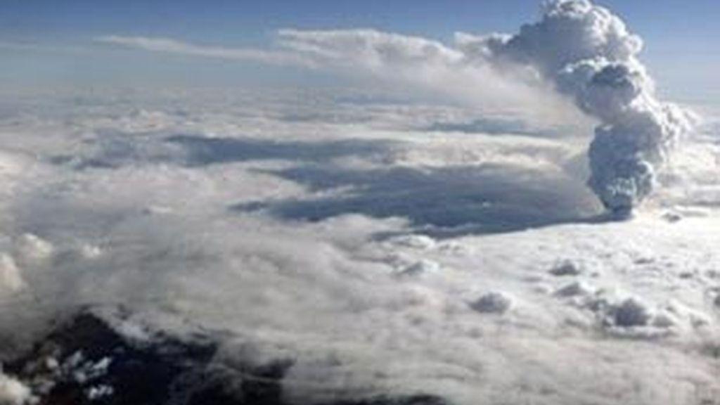 Imagen del volcán de Islandia que está causando el caos aéreo en Europa.