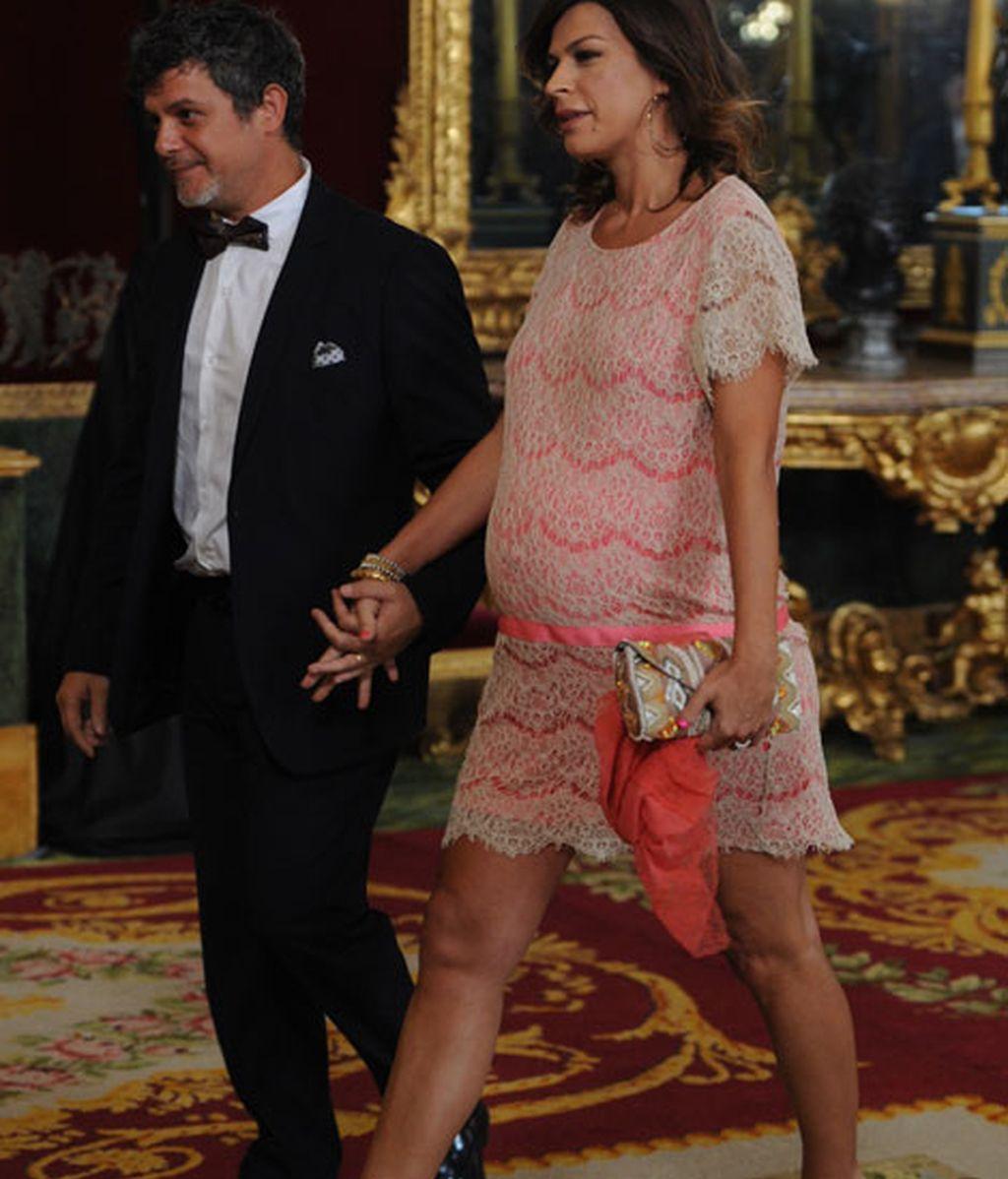 Raquel Perera ha mostrado su avanzado estado con un vestido rosa