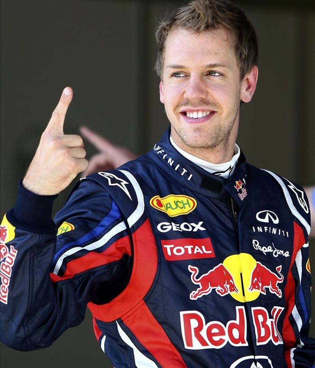 El piloto alemán Sebastian Vettel (Red Bull ) celebra su tiempo al término de los entrenamientos libres del Gran Premio de Turquía de Fórmula Uno, celebrado en Estambul. EFE