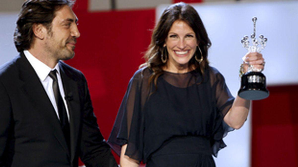 Julia Roberts ha recibido el Premio Donostia de manos de Javier Bardem. Foto: EFE