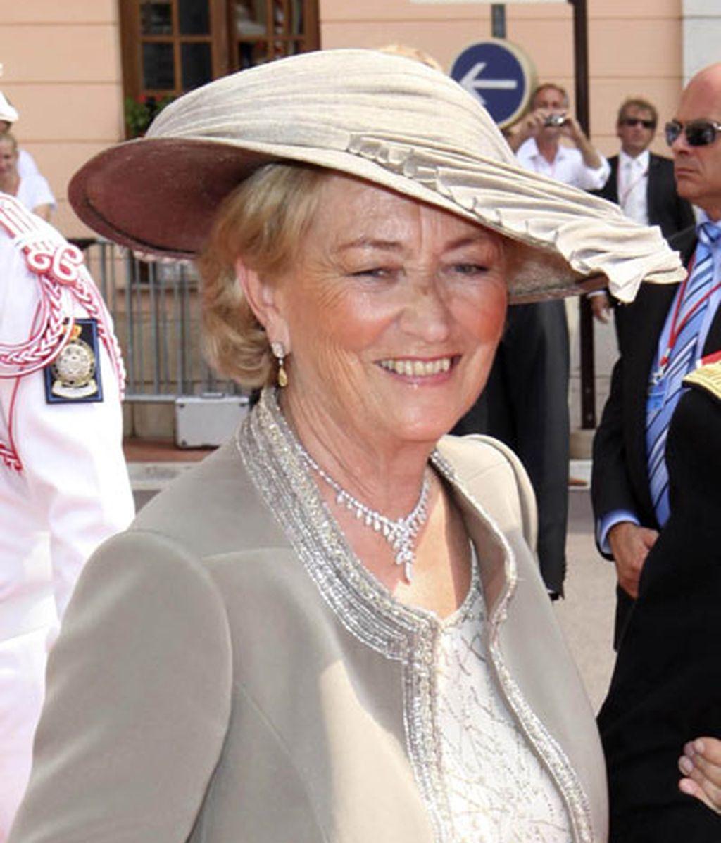 La reina Paola de Bélgica lució un sombrero marrón