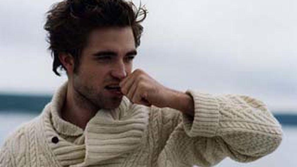El joven actor, Robert Pattinson, ha posado así de sexy para Vanity Fair.