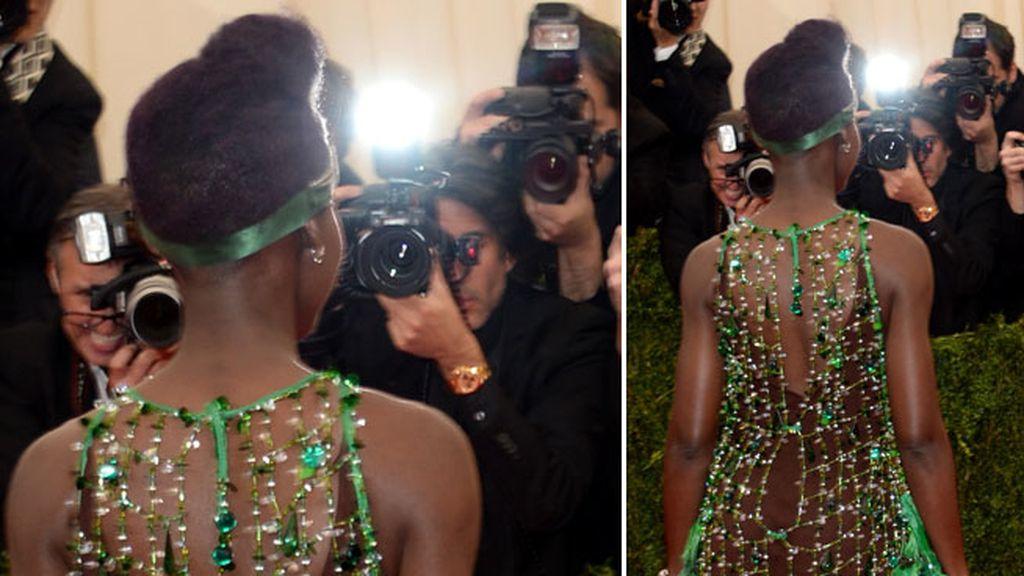 Lupita Nyong'o llevó un vestido de Prada