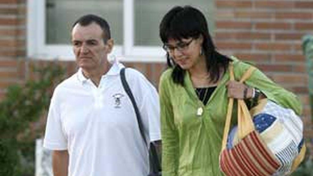 De Juana, con su novia, a la salida de la cárcel, en 2008. Foto: EFE