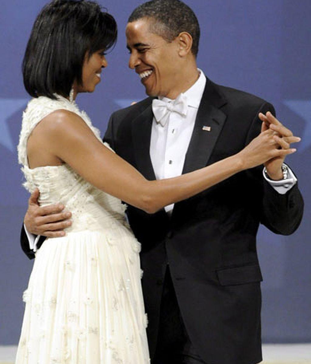 El presidente de Estados Unidos, Barack Obama, baila junto a su esposa, Michelle, durante el Baile del Biden Home States en Washington DC . Foto: EFE