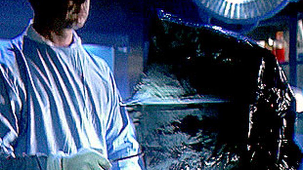 """Keppler extrae un paraguas del cadáver calcinado. """"Mala suerte"""", dice"""