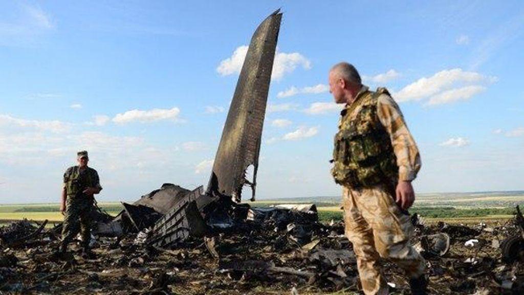 Se estrella un avión malasio con 295 pasajeros en Ucrania
