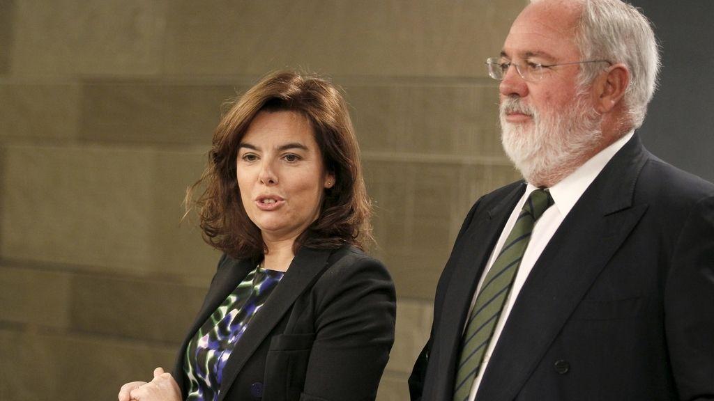 Soraya Saenz de Santamaría y Miguel Arias Cañete, en la rueda de prensa posterior al Consejo de Ministros