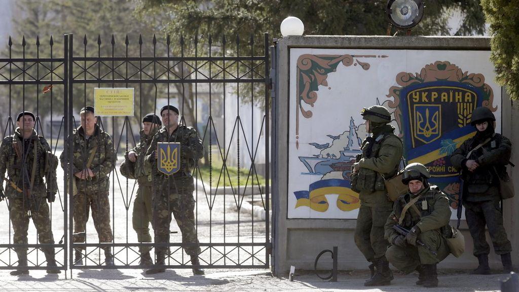 Presión militar rusa sobre las base ucranianas en Crimea