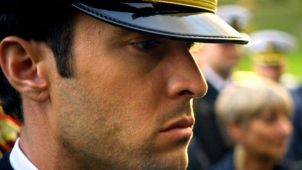Steve McGarret deja su puesto en el ejército para ir al funeral de su padre