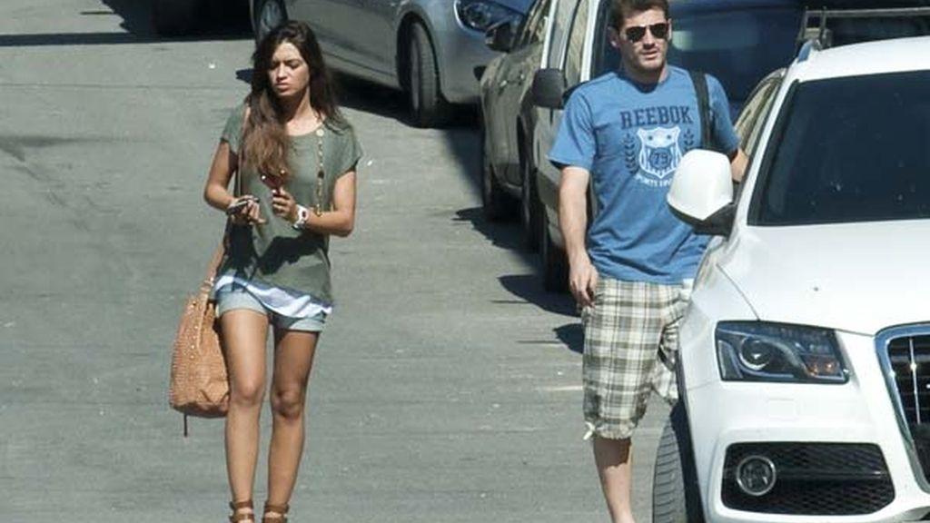 Iker Casillas, en las fiestas de su pueblo junto a Sara Carbonero